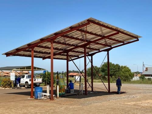 Store with roof sheets