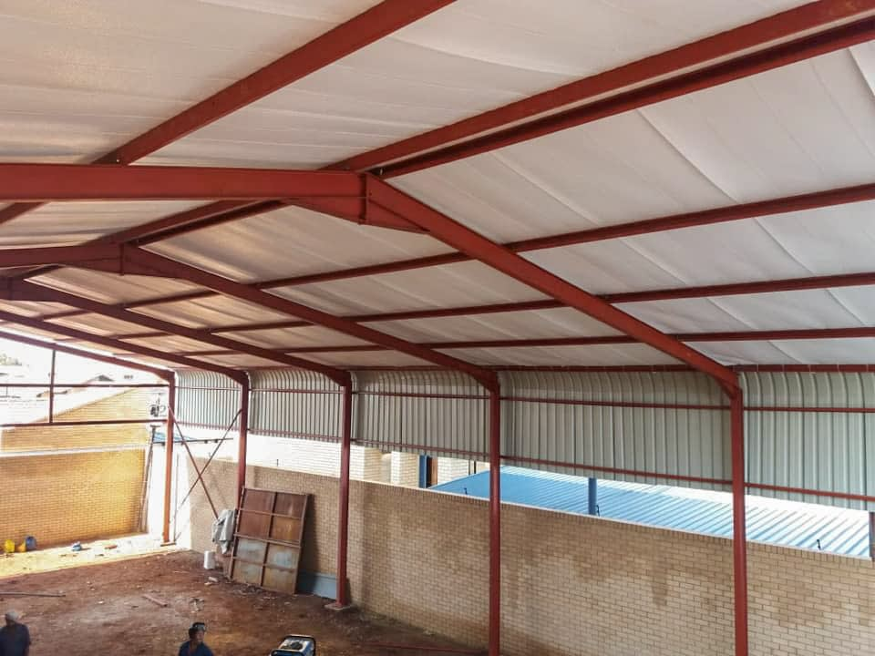 Erecting a steel structure